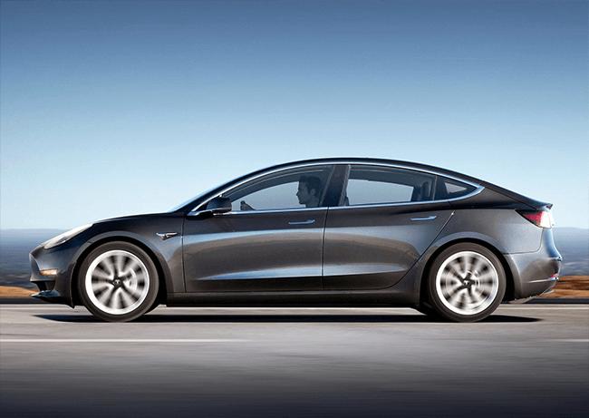 Zijkant Tesla Model 3 grijs