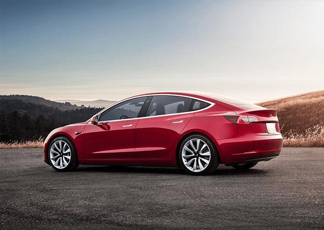 Zijkant Tesla Model 3 rood